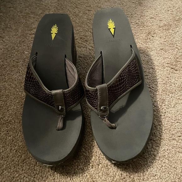 Volatile Swan Sandals Sz. 9 Brown